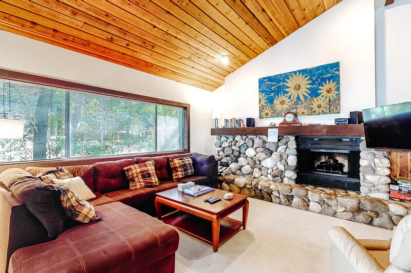 Charming condo with mountain views, shared hot tub, & private deck, vacation rental in Ketchum