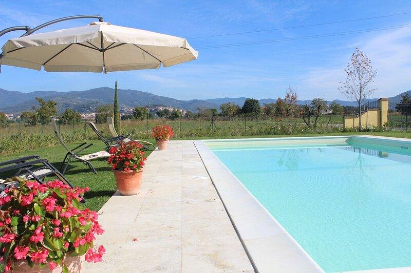 Villa Coppa - 3 bedroom , 3 bathroom Private Villa, set in its own 25 acres of Tuscan landscape., aluguéis de temporada em Castiglion Fiorentino
