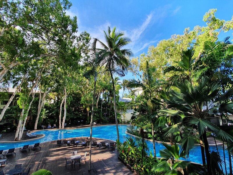 Palm Cove Beach Apartment, holiday rental in Clifton Beach