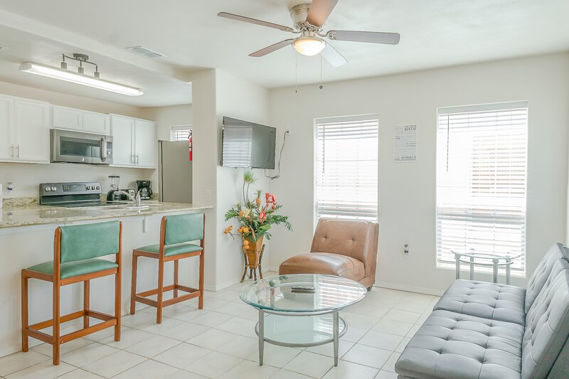 Sun Ray Condo 3B - Awesome 1Bd/1Ba, WiFi, 3/4 blocks from the beach, w/Parking, holiday rental in South Padre Island