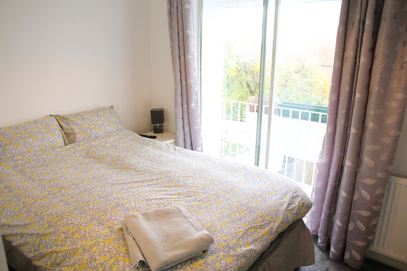 Large, private room with en suite and balcony!, location de vacances à Solihull