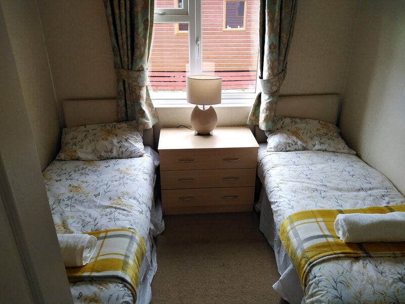 Charming 3-Bed Lodge in Malton with hot tub, holiday rental in Hovingham
