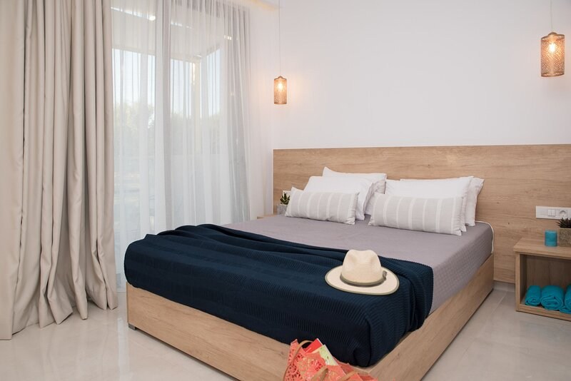 Aphrodite -2 bedroom Apartment 5 guests, holiday rental in Alykes