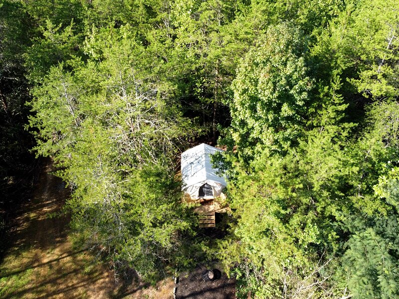 Tentrr Signature Site - Olde English Farm Tent 1, alquiler vacacional en Ten Mile