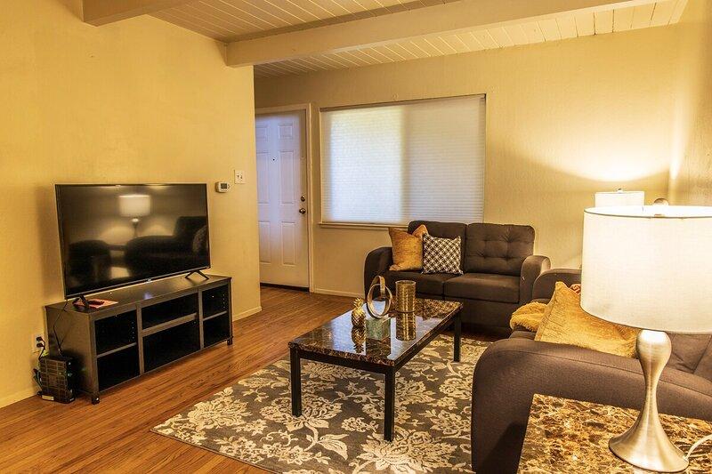 Cozy Richmond Two Bedroom, vacation rental in El Cerrito