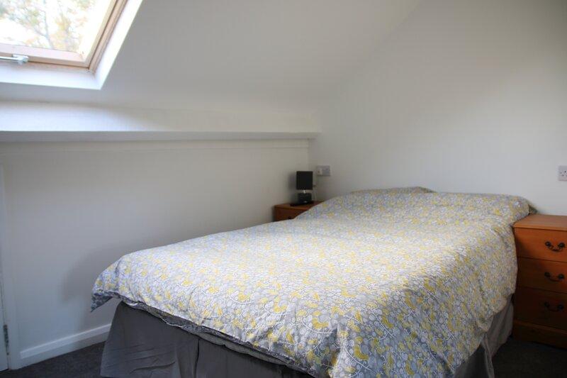 Private attic double en suite room TV wifi Netflix, location de vacances à Solihull