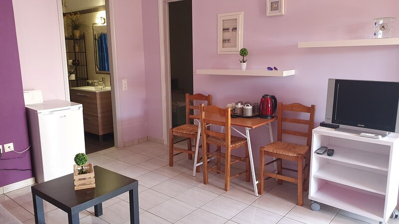 TK1-George Apartments by the Airport, vacation rental in Koropi