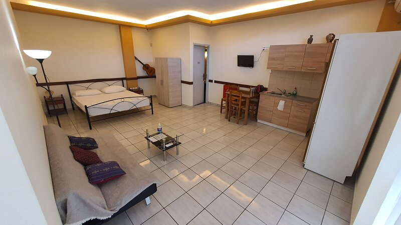 TK2-George Apartments by the Airport, vacation rental in Koropi