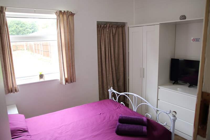 Dbl Bed Ensuite WiFi Netflix B'ham (Flat 2), casa vacanza a Kings Norton