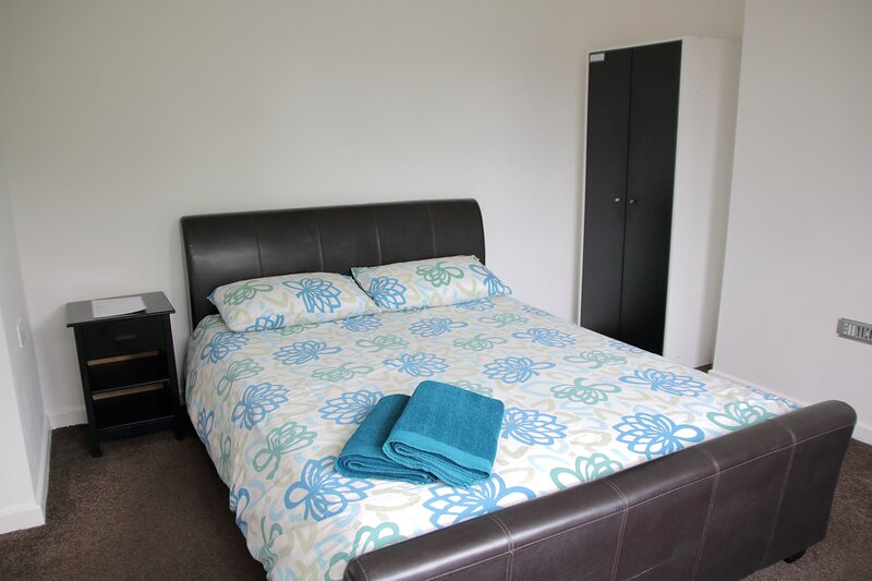King Bed, Private Bathroom, WiFi, Netflix Brum (Flat 4), location de vacances à Olton