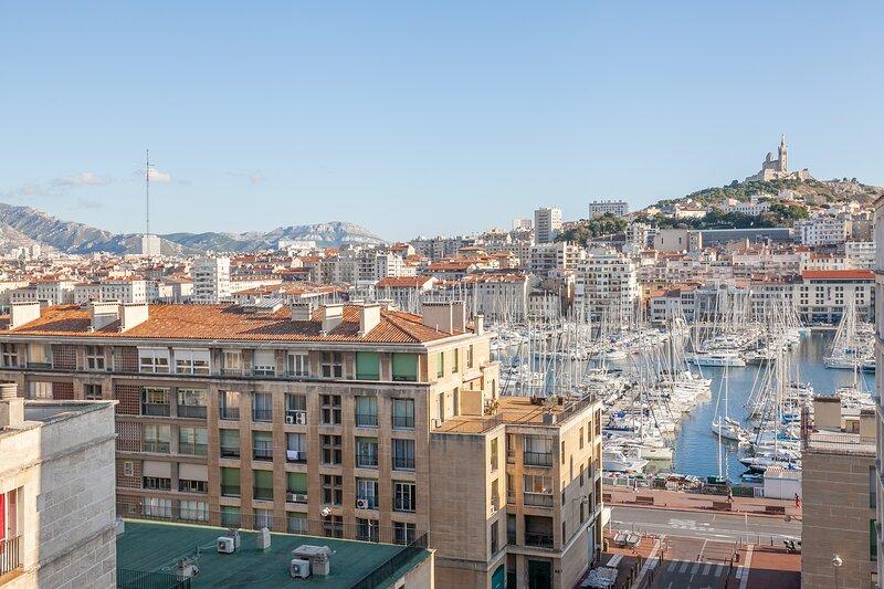 SOUTH GATE-Superbe appartement avec vue sur Notre Dame de la Garde, location de vacances à Marseille