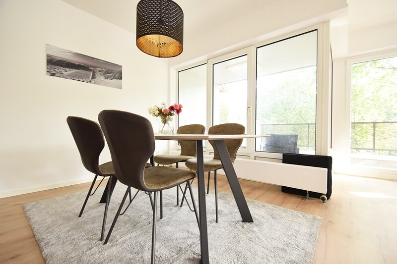 Großzügige 2-Zimmer-Wohnung mit Balkon, holiday rental in Worpswede