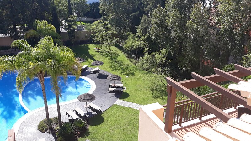 Luxury Penthouse, private RooftopTerrace, HotTub, BBQ, Golfs views, WiFi & Bikes, holiday rental in Vilamoura