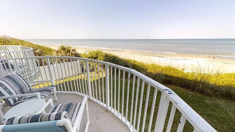 Oceanfront, Private Balcony & Beach, Heated Pool, holiday rental in Indialantic