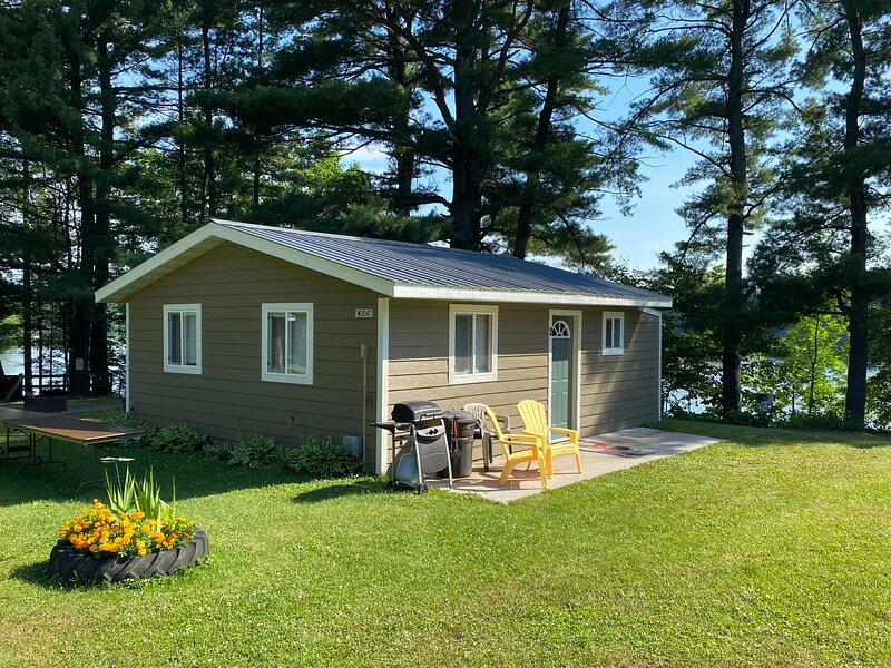 Sam's Place Cabin 1, vacation rental in Shell Lake