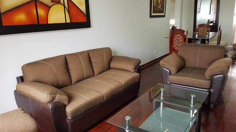 Great location in Miraflores lovely apartment, location de vacances à Lima
