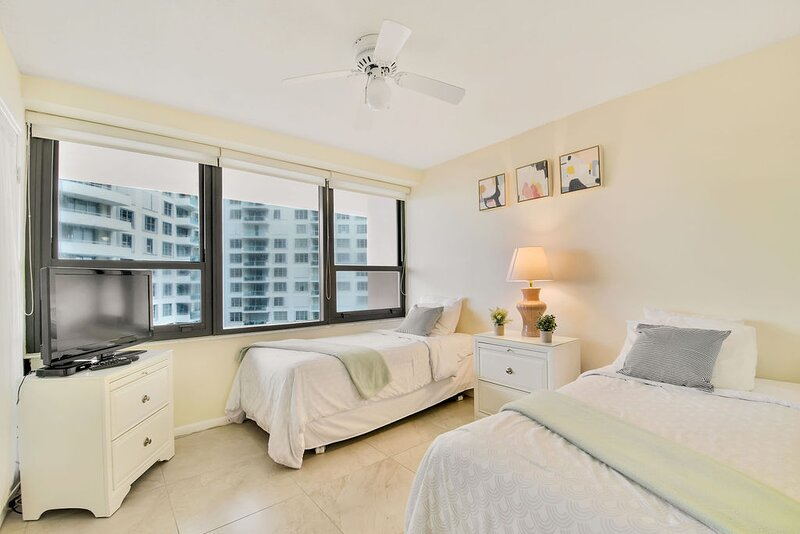 Miami Beach gorgeous 2/2 Oceanfront apartment!, holiday rental in North Bay Village