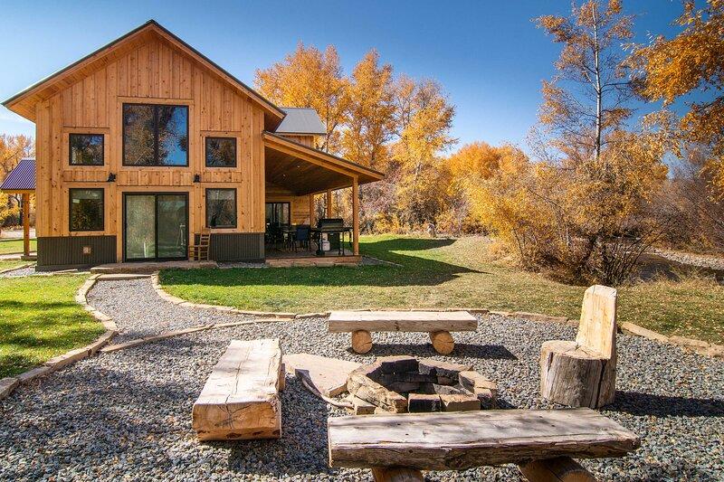 Riverfront Home w/ BBQ: 2 Mi to Downtown Gunnison!, vacation rental in Gunnison