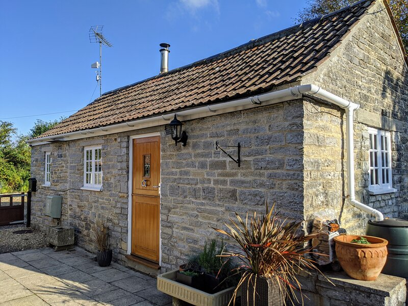 Luxury Cottage set in 2 acres of private grounds, Ferienwohnung in Butleigh