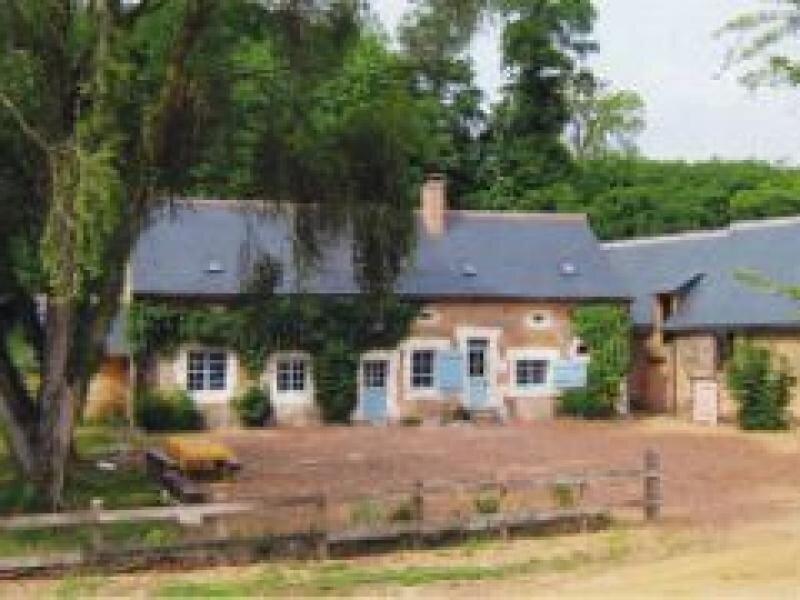 Location Gîte Saint-Pierre-du-Lorouër, 5 pièces, 8 personnes, vacation rental in Chahaignes