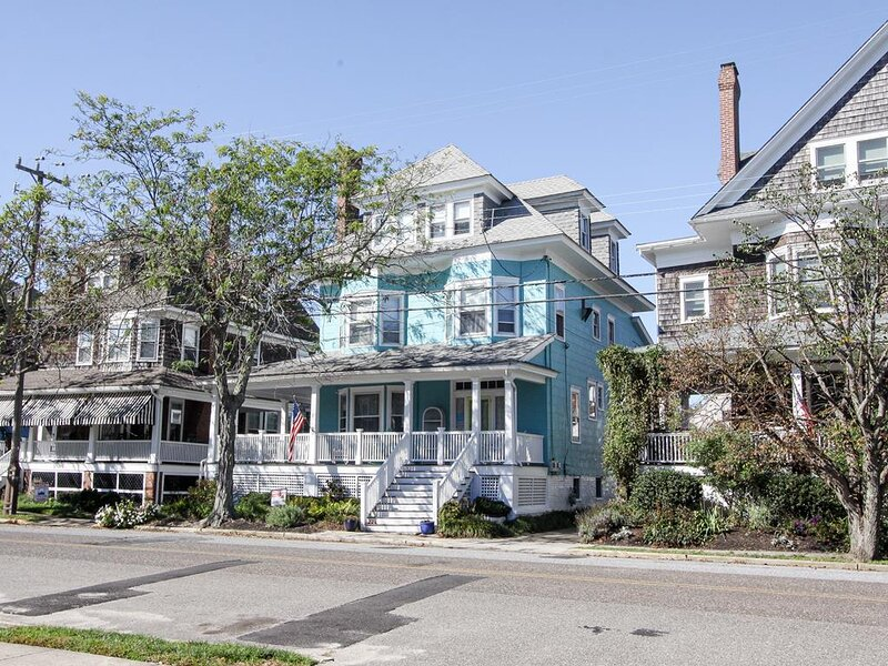 Hues of Summer Apartment 5954, holiday rental in Cape May