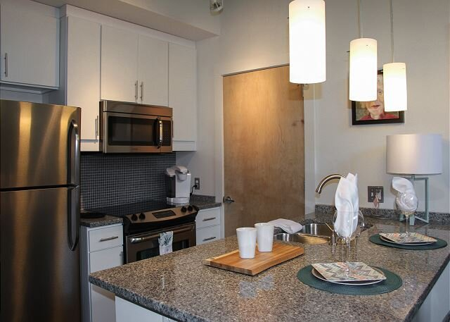 The Locks | Two Suites & Gourmet Kitchen | Fitness Center & Saltwater Pool, holiday rental in Highland Springs