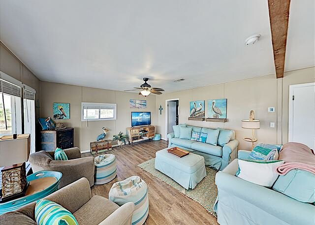 Gulf Getaway - All-Suite Harbor View Home w/ West Bay Views - Walk to Beach, holiday rental in Galveston Island