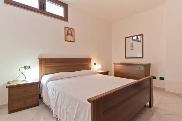 Appartamento 500m dal Mare seminterrato, vacation rental in La Caletta