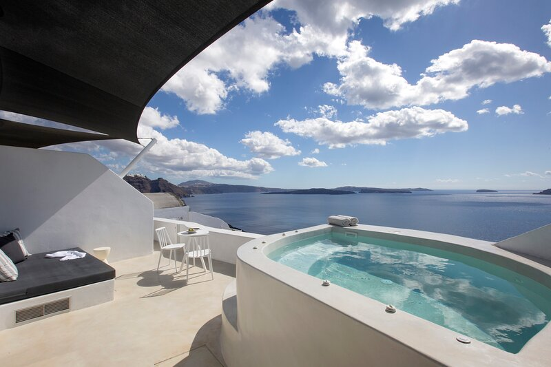 Apanema Suite with Hot Tub, location de vacances à Tholos