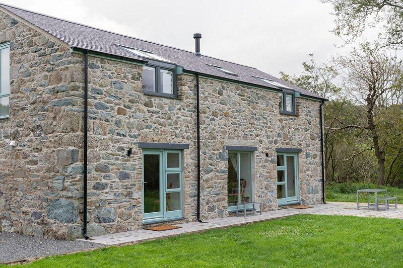 Solstice Cottage -  at 4000 yr old Bryn Celli Ddu, vacation rental in Gaerwen
