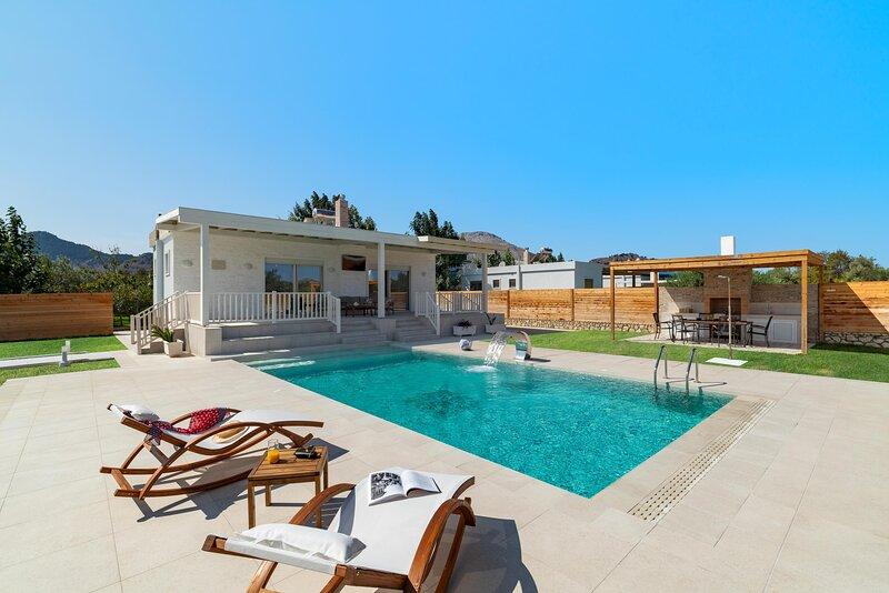 Serenity Villas -Petra, aluguéis de temporada em Kolympia