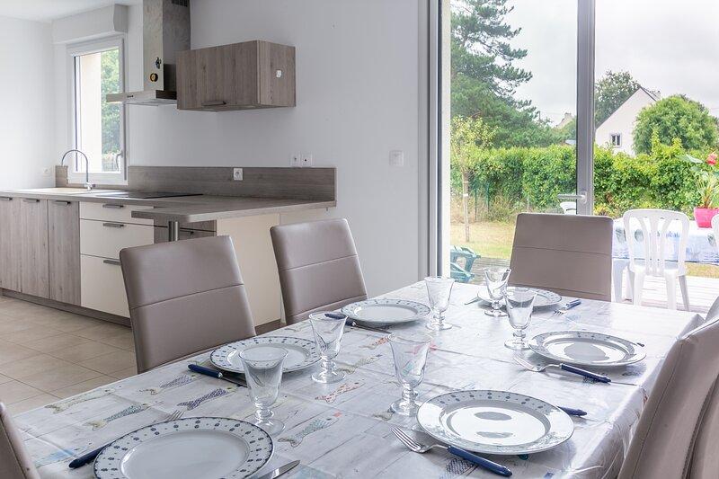 Flochouët - Maison avec jardin - Trélivan proche Dinan, casa vacanza a Trevron