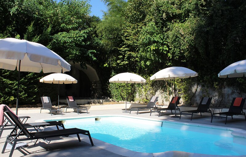 Beautiful property with pool - Ideal for family vacation, location de vacances à La Colle sur Loup