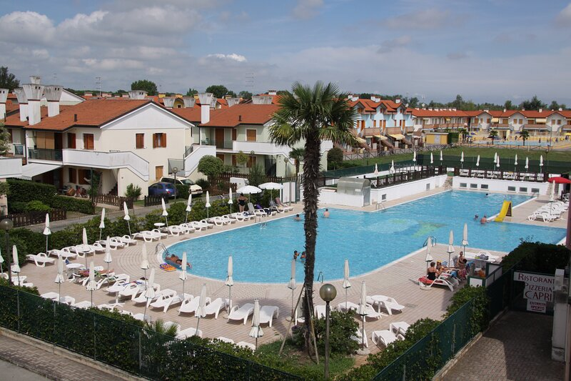 Apartment with Terrace in Residence with Pool for 6 Guests, vacation rental in Sant'Anna di Chioggia
