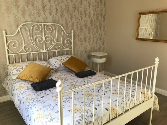 Newly renovated 4 bed house sleeps 7, holiday rental in Langstone