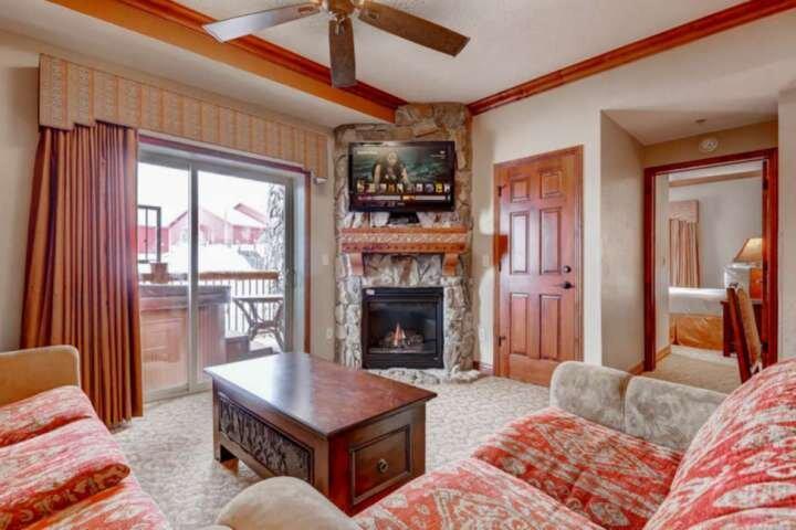 *FREE SKI RENTAL* Ski-In/Ski-Out Resort, Private Hot Tub, 4 King Suites + Ski Va, location de vacances à Park City
