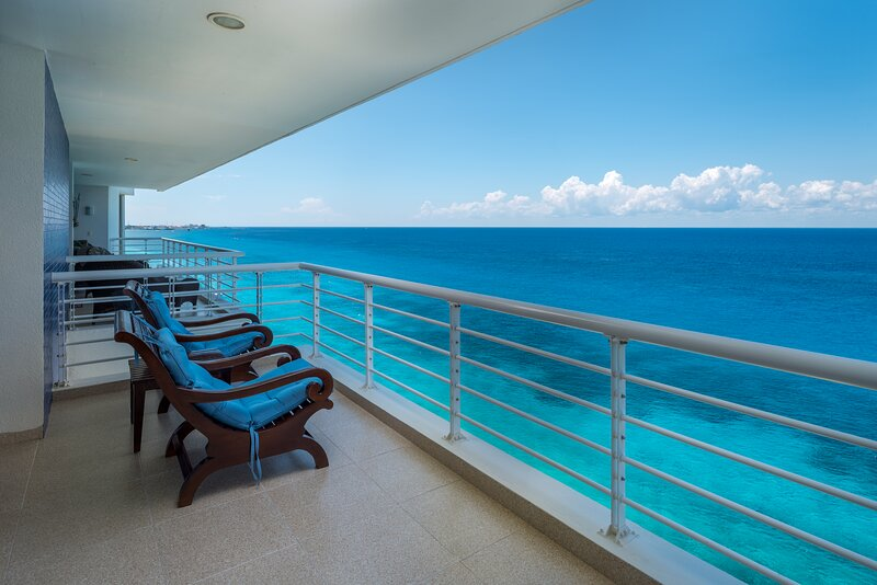 Nah ha#702, Beautiful Oceanfront 3 bdrm condo, North Shore, Great Snorkeling!, vacation rental in Cozumel