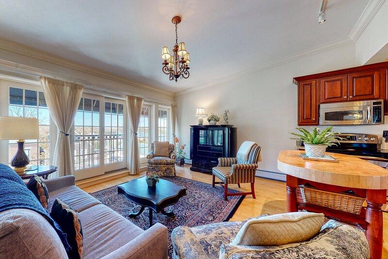 Romantic retreat overlooking Main St. w/ fireplace, balcony, & garden patio, holiday rental in Brooks