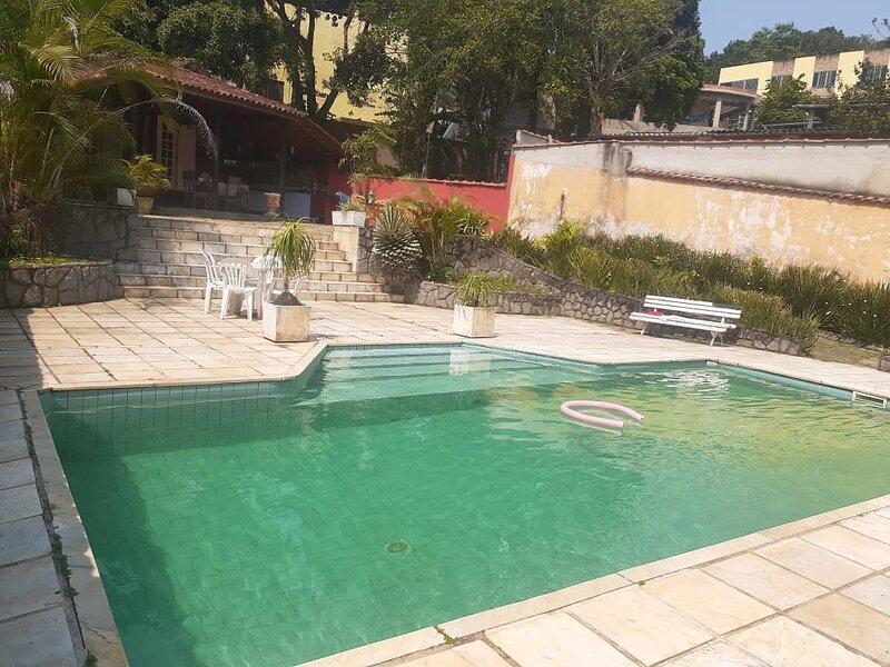 Belíssima casa com piscina á 15 min da Vila do Abraão - Ilha Grande RJ, holiday rental in Portogalo