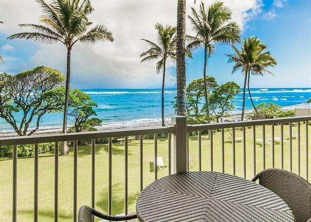 Kapaa Shore Resort #207, Oceanfront, 2nd Floor, New Cal King Bed, Wifi, alquiler de vacaciones en Kapaa