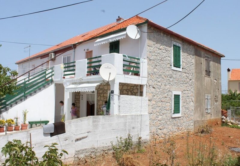 Tonci - 30 m from beach: A2 Gori (2+1) - Kali, holiday rental in Ugljan Island