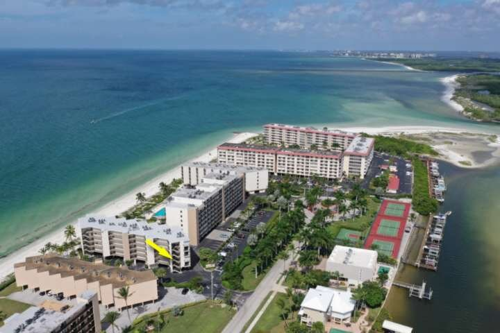 This beautiful Gulf-front condo is located at the northern end of Hickory Island - one of the most stunning stretch of beach in SWFlorida.