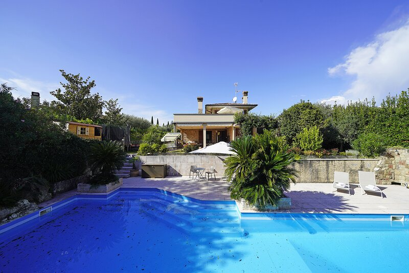 Villa Riai, holiday rental in Moniga del Garda