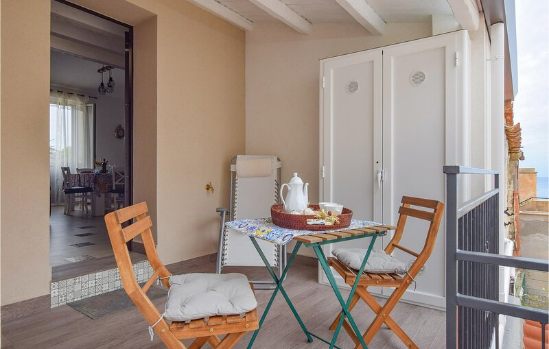 Awesome apartment in Santa Flavia with 3 Bedrooms (ISP241), casa vacanza a Santa Flavia