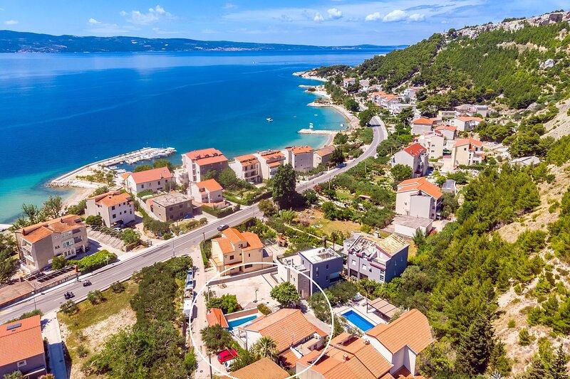 Villa Tina-luxurious accomodation with heated pool, Jacuzzi, 90 m from the beach, aluguéis de temporada em Dugi Rat