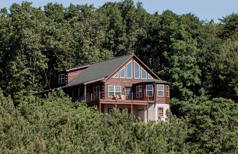 Zook Cabin See 4 STATES From THE DECK • A+VIEWS •, vacation rental in Great Cacapon