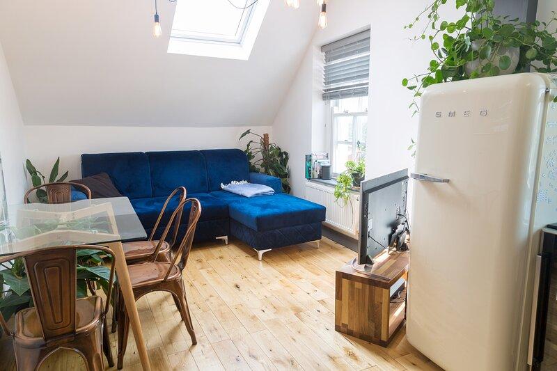 Your Apartment The Loft #6, holiday rental in Keynsham