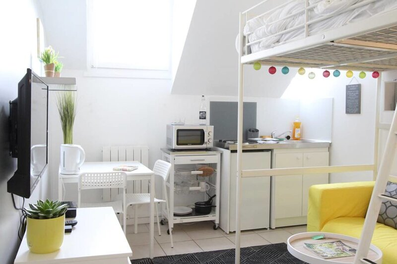 Studio at the top floor❤️Tram A/C, City Center #B2, holiday rental in Domene
