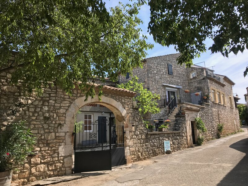 Nice house with shared pool & Wifi, holiday rental in Orgnac-l'Aven