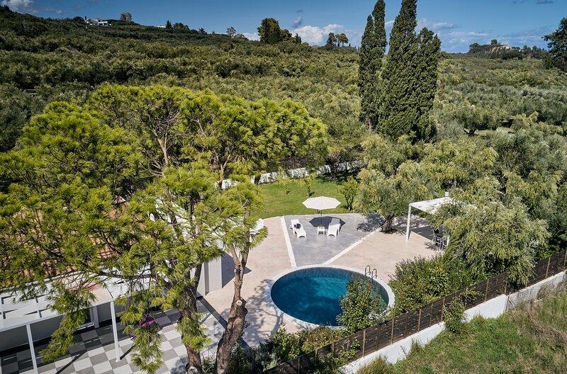 3 Bedroom Villa Matina with Private Pool, location de vacances à Agios Sostis